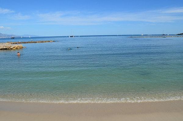 Strand lidt fra Villa Romarine