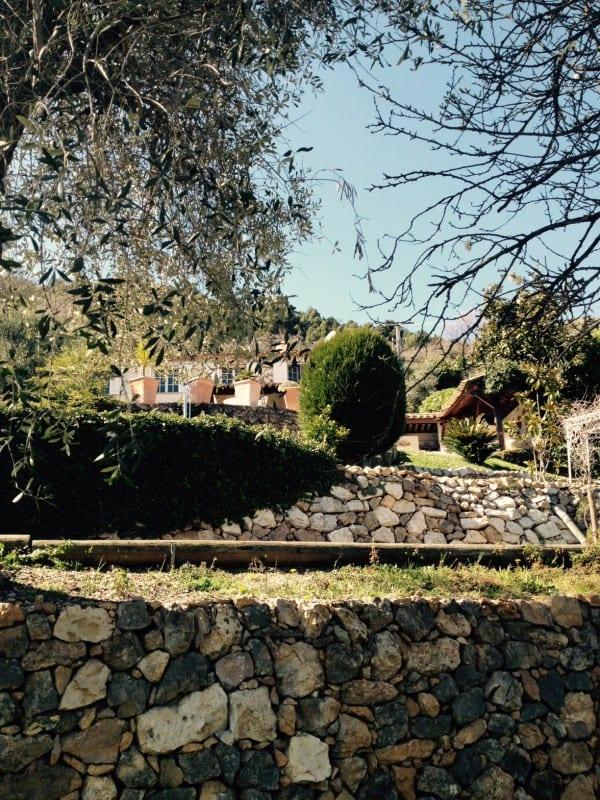 Lej villa i Provence Sydfrankrig, Villa Romarine, have terrasse set fra nederste have plateau