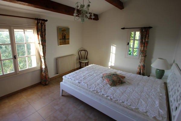 Beskrivelse af huset, feriehus ved Nice, Villa Romarine, det hvide soveværelse